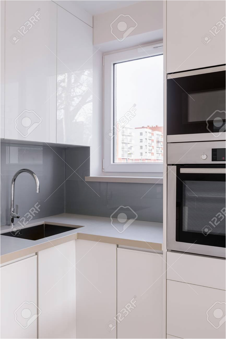 Graue Küche Mit Holzarbeitsplatte Fliesen Kuche Grau
