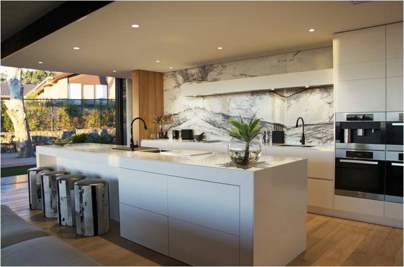 offene kuche wohnzimmer modern kueche mit kochinsel weiss design corian modern hocker theke zum neueste dekoration