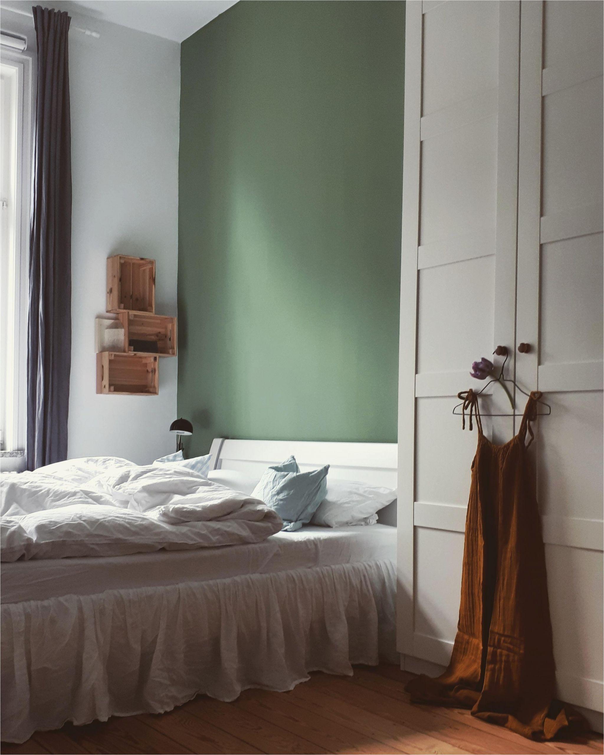 bedroom schlafzimmer bett altbau altbauliebe gruen d9748a23 6218 49bb 991e 1803b17e21a5