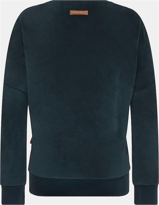 sweatshirt auf dem kuechentisch