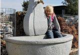Betonfertigteile Für Den Garten Halbrunder Granitbrunnen Natursteinbrunnen