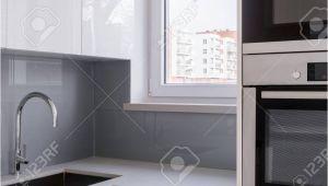 Graue Küche Weiße Arbeitsplatte Fliesen Kuche Grau