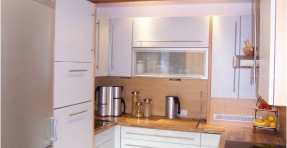 Moderne Küche In U-form Projekt Domu Jednorodzinnego Z Pastelowymi Kolorami Kuchnia