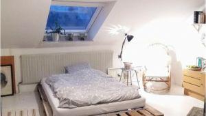 Schlafzimmer Dachschrage Qm Diy Palettenbett Für Einen Gemütlichen Schlafbereich Diy